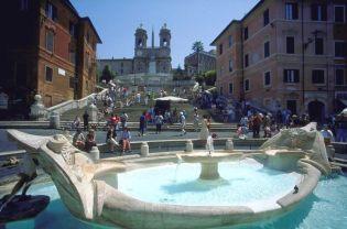 Barcaccia-Brunnen und Spanische Treppe