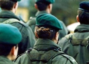 01.04.1998: Frauen beim Bundesheer
