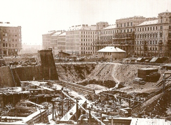 Baustelle Ringstraße: hier Oper mit dem Heinrichshof gegenüber