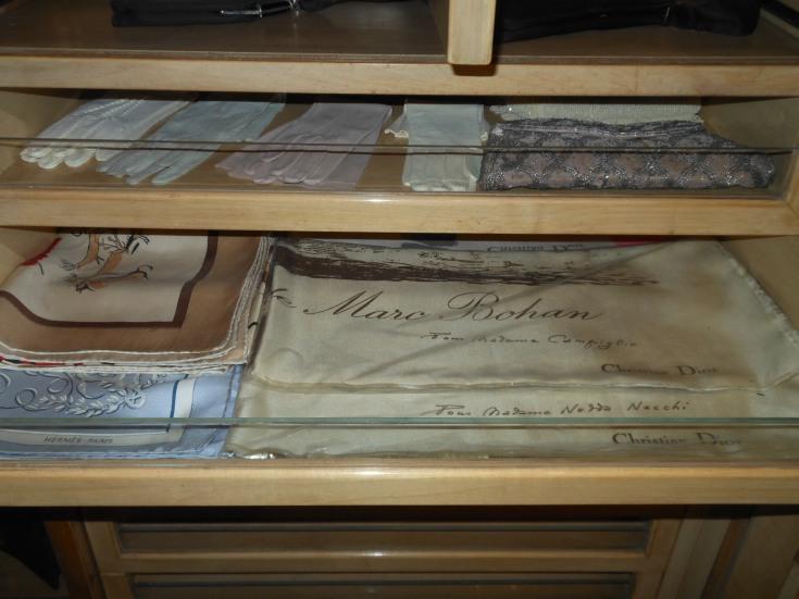 Villa Necchi, Tücher und Handschuhe in der garderobe