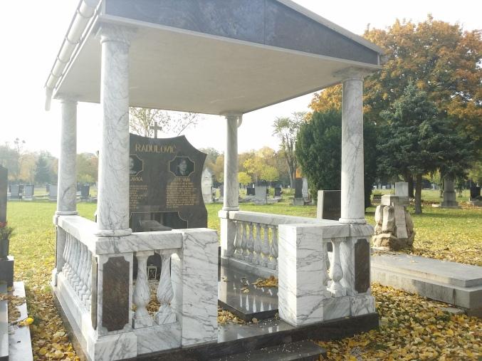 Über Geschmack läßt sich ja nicht streiten, das gilt auch am Friedhof ... (Zentralfriedhof)
