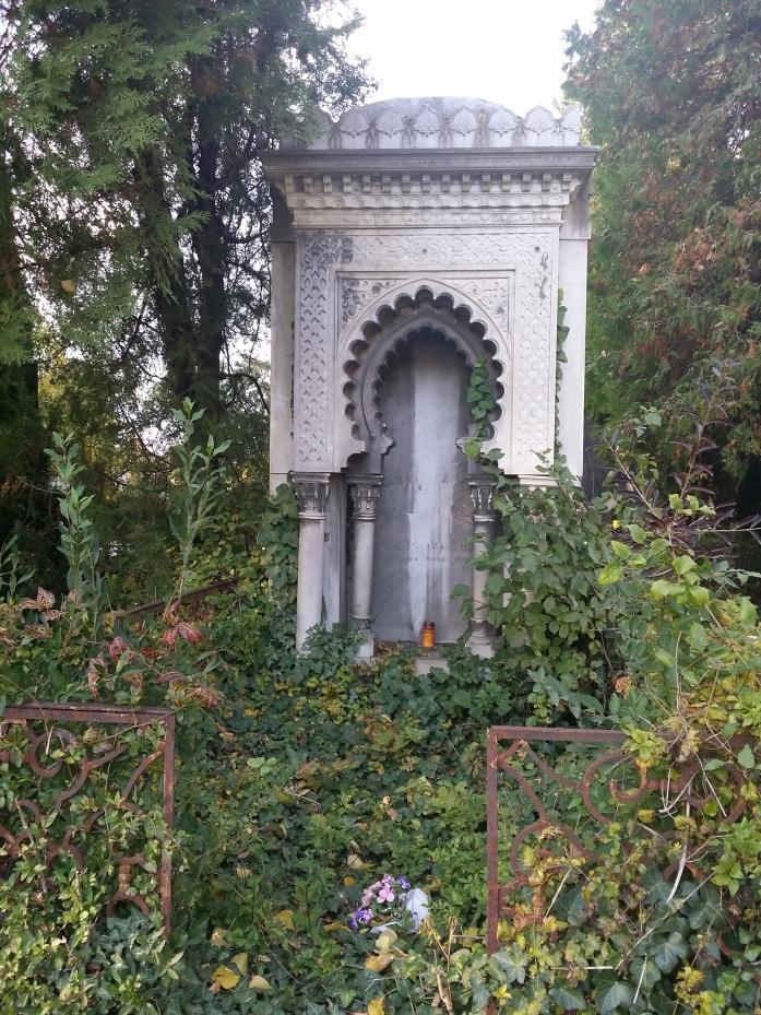 Fast ein maurisches Schlößchen (Zentralfriedhof)