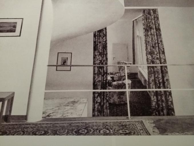 Villa Beer - Blick von der Empore ins Wohnzimmer