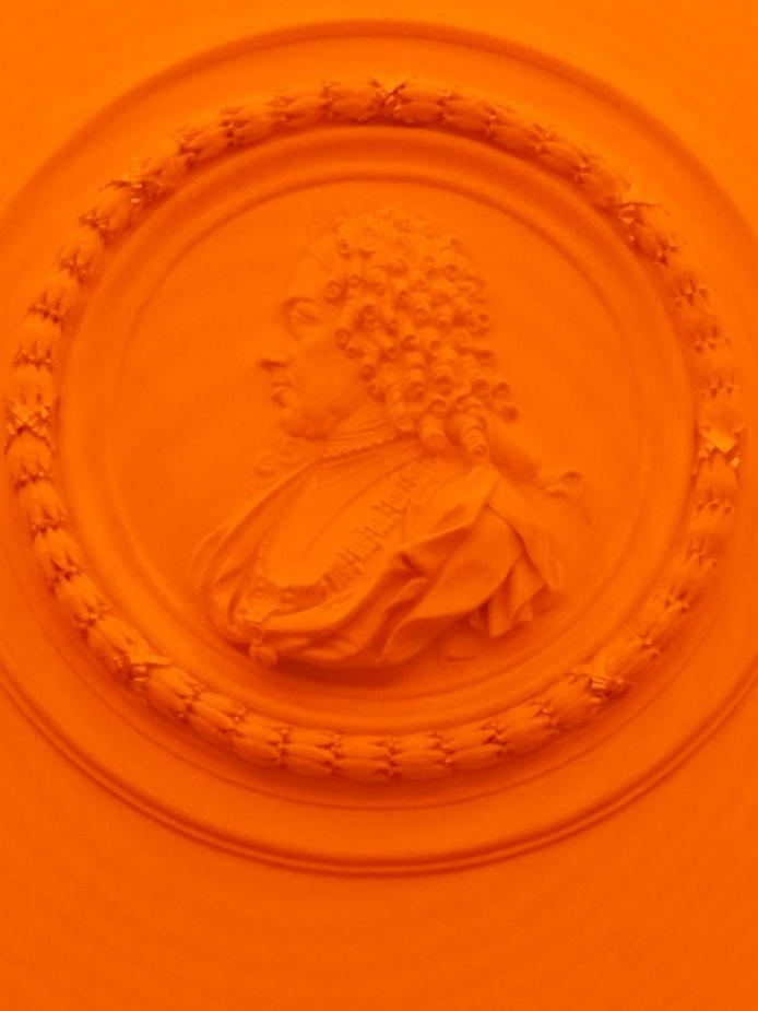 Bauherr Prinz Eugen von Savoyen - wie das ganze Stiegenhaus eingetaucht in grelles Licht