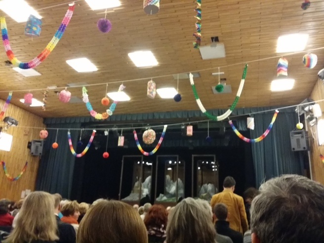 Nicht ganz so stimmig die Saaldeko: Volkstheater in den Außenbezirken in der VHS Hietzing
