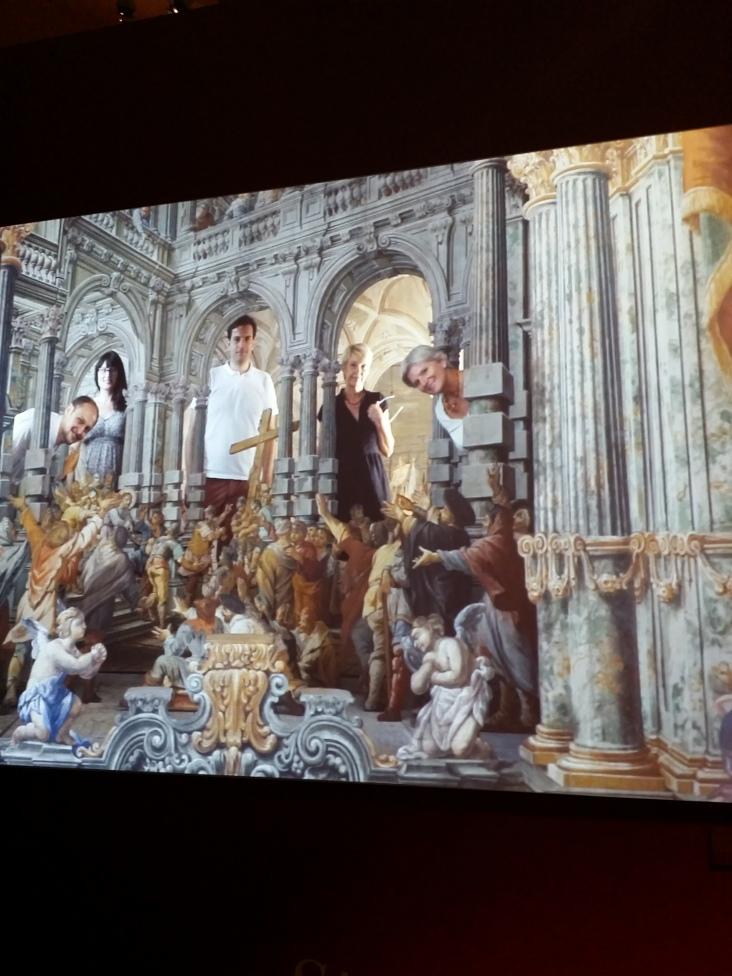 Ein Film zeigt das Heilige Grab im Stift Zwettl, das wie eine Theaterbühne aufgebaut ist.