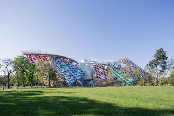 Fondation Louis Vuitton, bunt über den Sommer von Daniel Buren