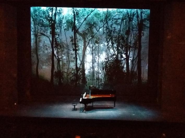 """Das Bühnenbild der laufenden Produktion, Henry Purcells """"The Fairy Queen"""", paßt gut zur """"Zauberflöte"""""""